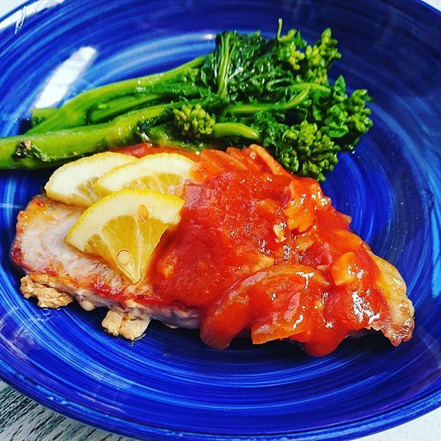 ポークソテーにトマトソース添えてリコピンが豊富で一年中食べたいトマトですが、薬膳的には身体を冷す食材です。今日のように寒い日は、加熱してからが頂くのがお勧めです豚肉は、身体の潤い補給、虚弱体質、から咳に菜の花は、お肌のくすみ、できもの、便秘にいつのものごはんで体調管理薬膳はみじかな食材でつくれます(^^)。 #薬膳 #薬膳アドバイザー #体調管理 #元気 #健康 #トマト #豚肉 #国際中医薬膳師 #栄養士 #埼玉上尾 #心美陽 (Instagram)
