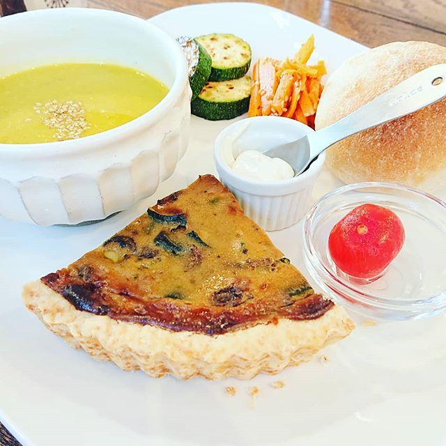 心が安らぐ空間をもっていますか?心を話せる人がいますか?私の事なんて誰も認めてくれないそう思っているのは、案外自分だけかもしれませんここは、心が温まる空間ふらっと気分転換にランチに出掛けてみてはスープが本当に美味しいのです️ #葉の園 #新鮮野菜 #身体に優しい#心温まる空間 #心を癒すスープ #埼玉県 #上尾 (Instagram)